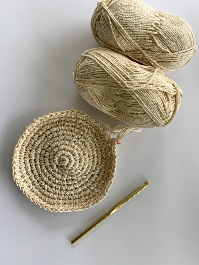 how to make a round crochet placemat