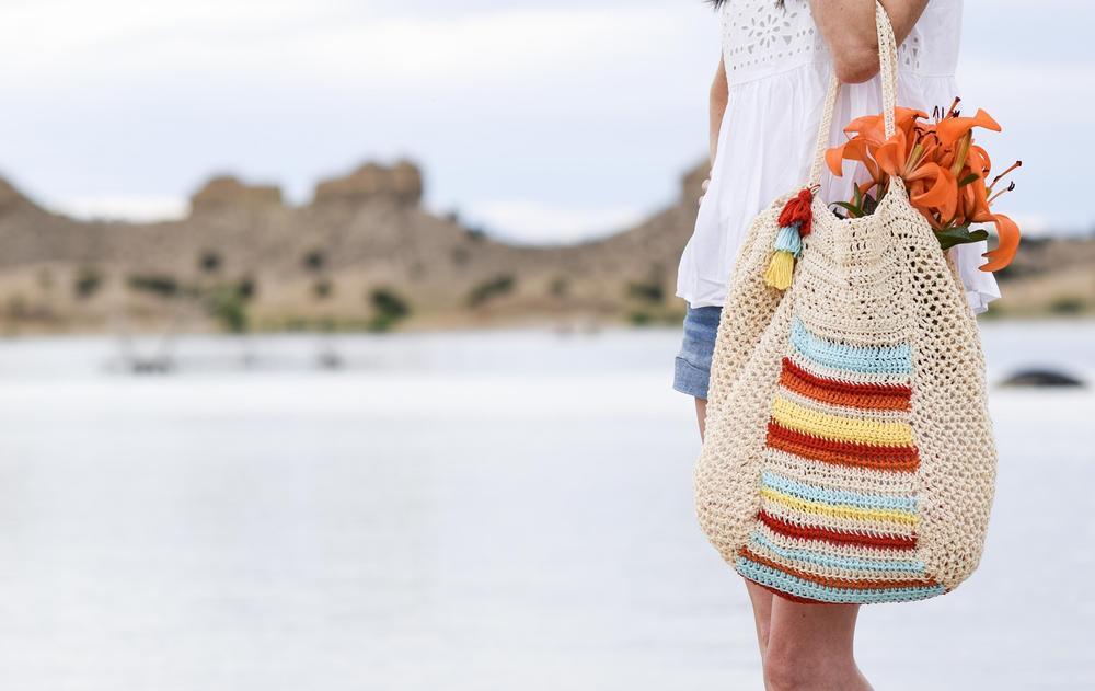 free crochet beach bag pattern Mama in a Stitch