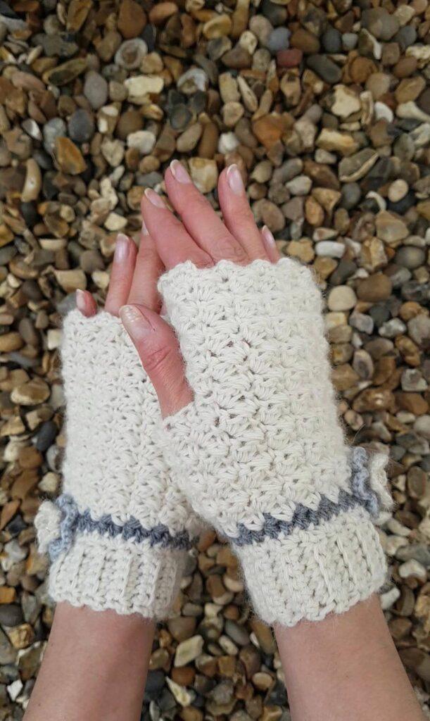 gelato fingerless gloves crochet pattern